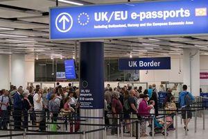Người nhập cư vào Anh giảm xuống mức thấp nhất trong ba năm
