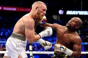Trận boxing tỷ đô: Mayweather 'hóa cáo', McGregor bị knock-out