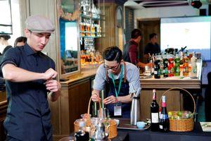 Hai chàng trai bartender Việt ẵm giải châu Á