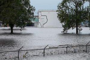 Thế giới ngày qua: Nổ tại nhà máy hóa chất ở vùng tâm bão Harvey