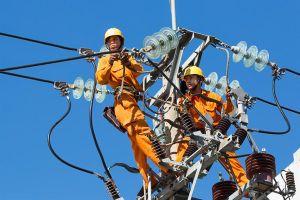 Điện lực miền Trung khẩn trương triển khai ứng phó bão số 10