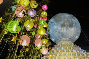 Thỏ Ngọc nhảy múa bên 'siêu trăng' ở Hà Nội