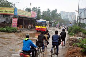 Hà Nội: Đường giáp khu đô thị lầy lội, Chủ tịch quận nói gì?