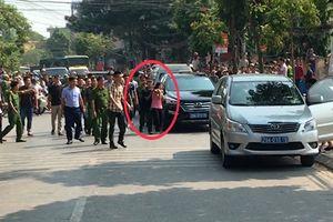 Cảnh sát giải cứu nữ hộ lý bị bắt làm con tin