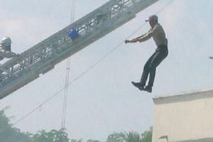 Hải Dương: Nam thanh niên bất ngờ lên tầng 2 nhảy lầu tự tử