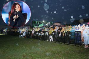 Fan Việt đội mưa 6 tiếng, T-ara bật khóc vì xúc động