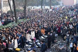 Hơn 1.000 người Trung Quốc tranh nhau 1 vị trí công chức
