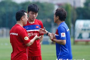 Xuân Trường làm cầu nối cho các tuyển thủ với HLV Park Hang-seo