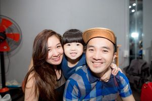Dương Ngọc Thái được vợ con tháp tùng đi tập nhạc