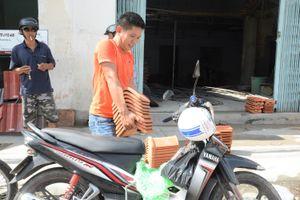 Sau bão số 12, gạch ngói ở Khánh Hòa tăng giá từng ngày