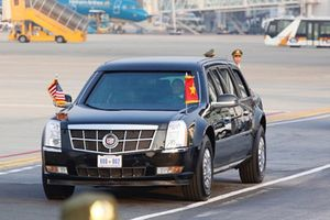 Siêu xe Cadillac One đón Tổng thống Donald Trump tại Hà Nội