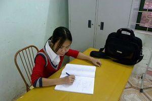 Lớp học tình thương của cô gái khuyết tật dưới chân thành Cổ Loa
