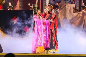 Nghệ sĩ Ngọc Huyền lần đầu đứng trên sân khấu lớn khi được cấp phép biểu diễn ở Việt Nam