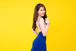 Ngọc Trinh bị phản đối quảng cáo bán sách vì 'đầm nhái kem trộn'