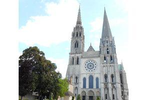 Chartres - những mảnh kính ghép màu