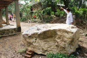 Nhiều hộ dân ở huyện miền núi Quan Hóa phải dời nhà do đá lở