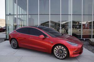 Cơ hội và thách thức của Tesla Model 3