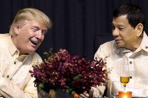 Tổng thống Trump nói chuyện với Thủ tướng Nguyễn Xuân Phúc khi nghe ông Duterte hát