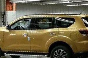 Ảnh 'sống' hiếm hoi của SUV Nissan Navara trước ngày ra mắt