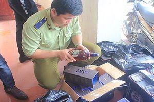 Quảng Bình: Bắt giữ xe khách chở rượu ngoại và thuốc lá nhập lậu số lượng lớn