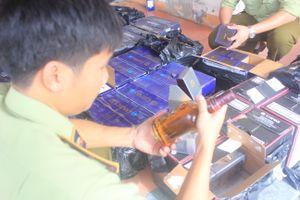 Quảng Bình: Bắt giữ xe khách chở số lượng lớn rượu và thuốc lá ngoại không rõ nguồn gốc