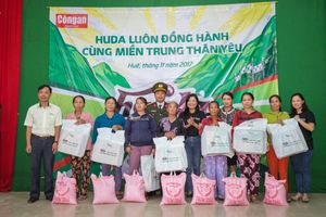 Carlsberg trao 5000 suất quà hỗ trợ người dân miền Trung sau cơn bão số 12