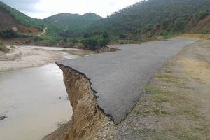 Lâm Đồng: Sau lũ đoạn đường nối liền 3 xã bị sạt lở nghiêm trọng