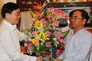 Phó Bí thư Tỉnh ủy Nguyễn Văn Thông chúc mừng Ngày nhà giáo Việt Nam