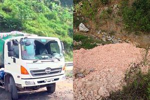 Bắc Kạn: Dân mật phục cả đêm, tóm gọn xe tải đổ trộm chất thải nghi nguy hại