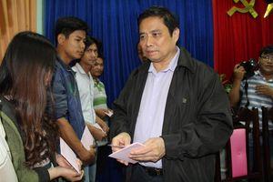 Trưởng Ban Tổ chức Trung ương thăm người dân vùng bão lũ tỉnh Quảng Nam