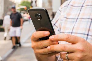 Lạm dụng smartphone gây ung thư não và mất trí