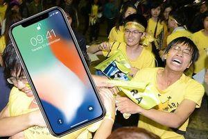Ai cũng nói fan K-Pop cuồng nhiệt nhưng fan Apple cũng kém cạnh gì đâu