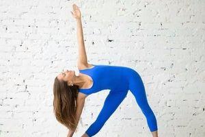 7 động tác yoga giúp chị em có vòng một đẹp