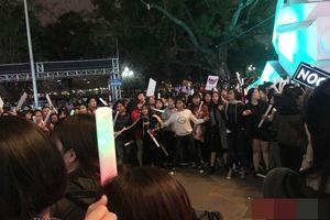 Fan Sơn Tùng M-TP 'tố' FC Noo chơi xấu, tạo hàng rào bủa vây sân khấu