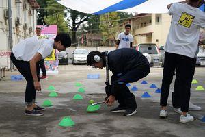 Sinh viên Hà Nội hào hứng với các trò chơi giáo dục an toàn giao thông