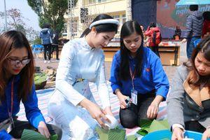 Hoa hậu Ngọc Hân đồng hành cùng chương trình 'Tấm bánh nghĩa tình'