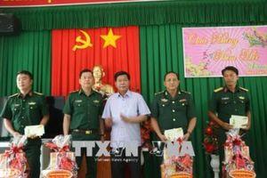 Quân - dân biên giới, hải đảo tưng bừng đón Tết