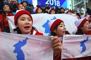 'Binh đoàn sắc đẹp' Triều Tiên khuấy động nhà thi đấu Hàn Quốc