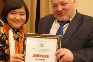 Dịch giả Nguyễn Thụy Anh nhận giải thưởng văn học dịch Nga