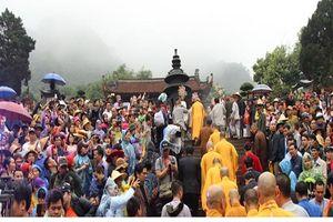 Chùm ảnh: Hàng nghìn du khách nô nức trẩy hội chùa Hương