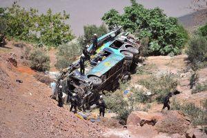 Xe buýt lao ra khỏi đường cao tốc, 44 người chết