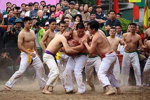 Clip: Độc đáo lễ hội vật cầu làng Thúy Lĩnh, Hà Nội