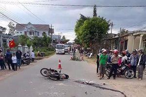 Đắk Lắk: Cố vượt xe ô tô, một thiếu niên tử vong