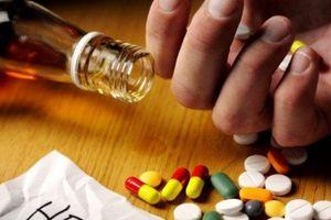 Lạm dụng thuốc giải rượu để vui Xuân có thể gây suy gan, mất nhận thức