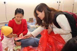 Mang Xuân yêu thương đến với bệnh nhân nhi ung thư
