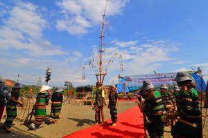 Hàng nghìn người tham gia hội xuân đa sắc trên Đảo Nổi