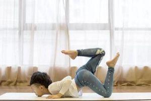 Cậu bé 7 tuổi mắc tự kỷ kiếm được hàng trăm triệu nhờ dạy yoga