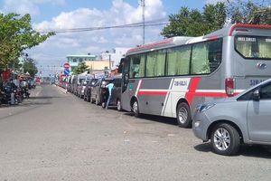 Ùn tắc giao thông nghiêm trọng tại Bến phà Đình Khao