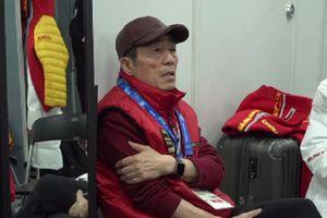 Trương Nghệ Mưu sốt 39 độ, ngồi co ro làm chương trình '8 phút'