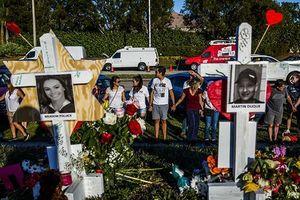Hình ảnh đẫm nước mắt tưởng niệm nạn nhân vụ xả súng kinh hoàng tại Mỹ